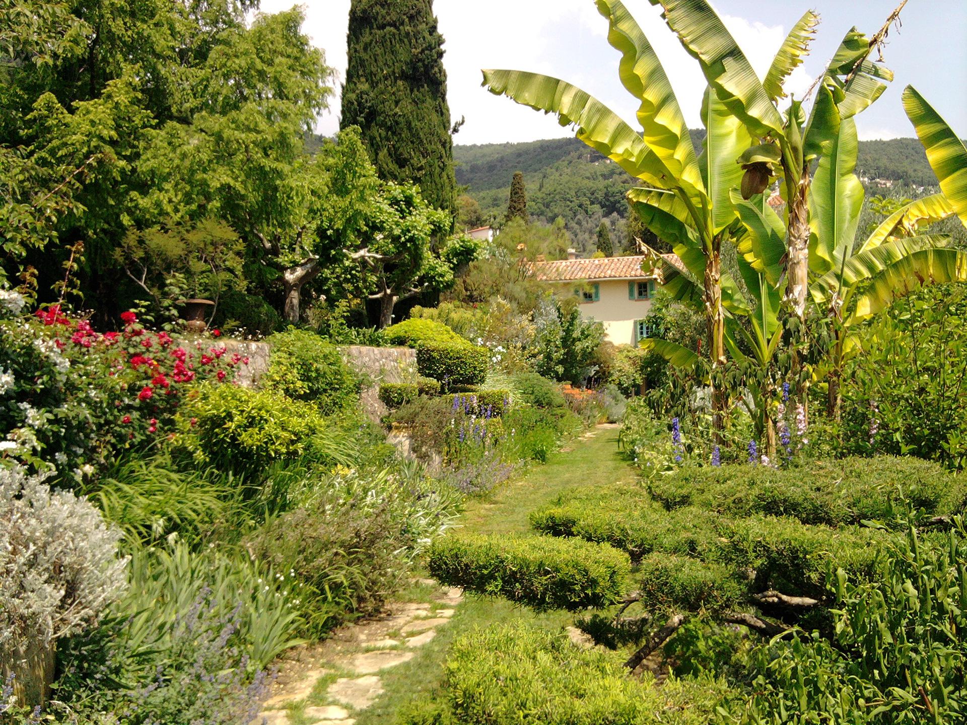 Jardin contemporain zen fort de france maison design for Jardin contemporain